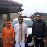 Foto Penyerahan Unit 1 Sales Marketing Mobil Daihatsu Martin