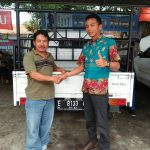 Foto Penyerahan Unit 1 Sales Marketing Mobil Dealer Daihatsu Rendy