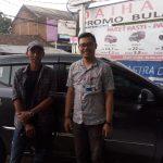 Foto Penyerahan Unit 2 Sales Marketing Mobil Daihatsu Martin