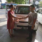 Foto Penyerahan Unit 4 Sales Marketing Mobil Dealer Daihatsu Cimahi Wiwik