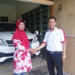 Foto Penyerahan Unit 10 Sales Marketing Mobil Dealer Toyota Surabaya Zainal Abidin