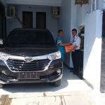 Foto Penyerahan Unit 11 Sales Marketing Mobil Dealer Toyota Surabaya Zainal Abidin