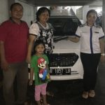foto-penyerahan-unit-1-sales-marketing-mobil-dealer-datsun-manado-leidy-warouw