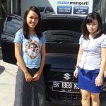 Foto Penyerahan Unit 5 Sales Marketing Mobil Dealer Mobil Suzuki Asmawati
