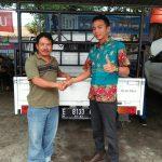 Foto Penyerahan Unit 1 Sales Marketing Mobil Dealer Daihatsu Rendy
