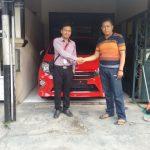 Foto Penyerahan Unit 1 Sales Marketing Mobil Dealer Toyota Surabaya Zainal Abidin
