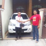 Foto Penyerahan Unit 12 Sales Marketing Dealer Mobil Toyota Surabaya Zainal Abidin