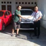 Foto Penyerahan Unit 2 Sales Marketing Mobil Dealer Toyota Surabaya Zainal Abidin