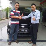 Foto Penyerahan Unit 6 Sales Marketing Mobil Dealer Toyota Surabaya Zainal Abidin