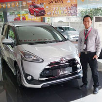 Sales Marketing Mobil Dealer Toyota Surabaya Zainal Abidin