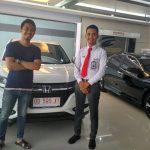 Foto Penyerahan Unit 1 Sales Marketing Mobil Dealer Honda Makassar Ukhy